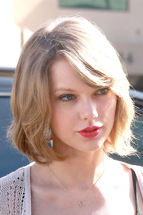 Ash-Blonde-Hairstyles-Taylor-Swift-Shoulder-length-Bob