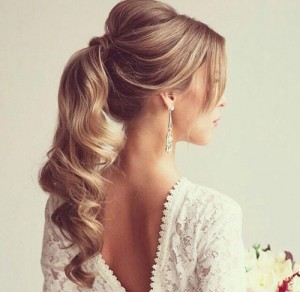 Elegant-Curly-Ponytail with the bump