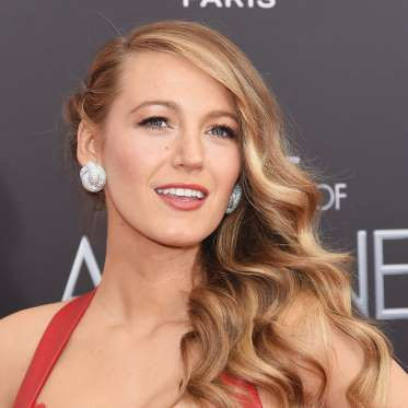 7. Blake Lively's Retro Waves