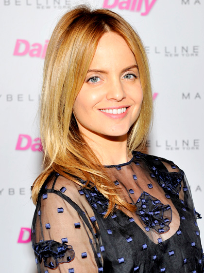 younger-mena-suvari-hair
